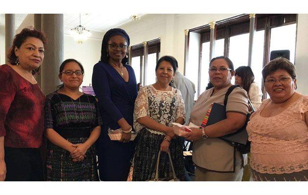 Defensoría de La Mujer Indígena - foto 4