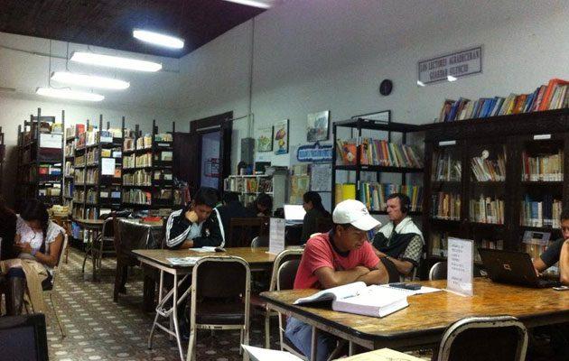 Biblioteca Municipal Francisco Antonio de Fuentes y Guzmán - foto 1